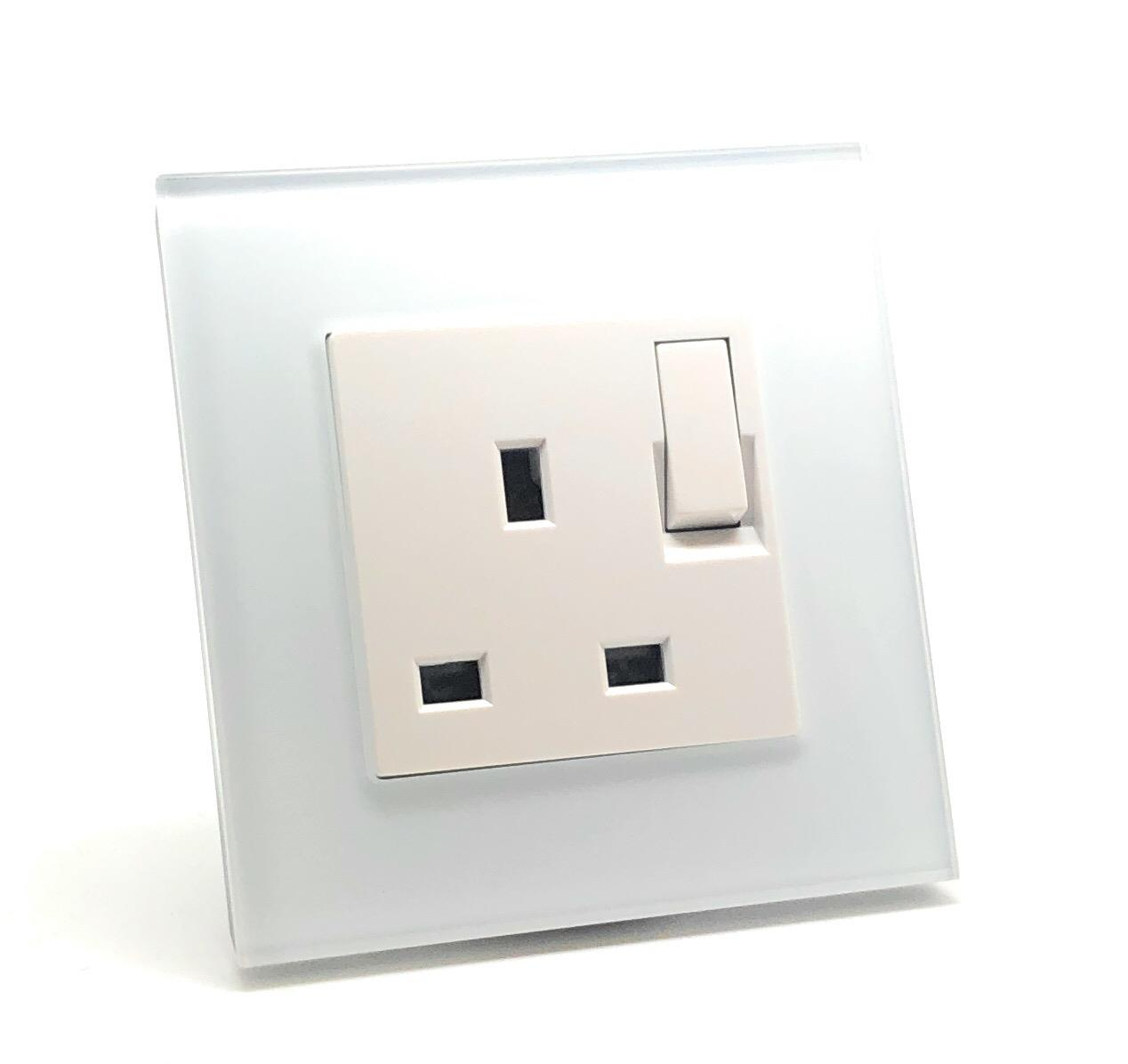 illucio 1 Gang 13 Amp Switched Plug Socket White