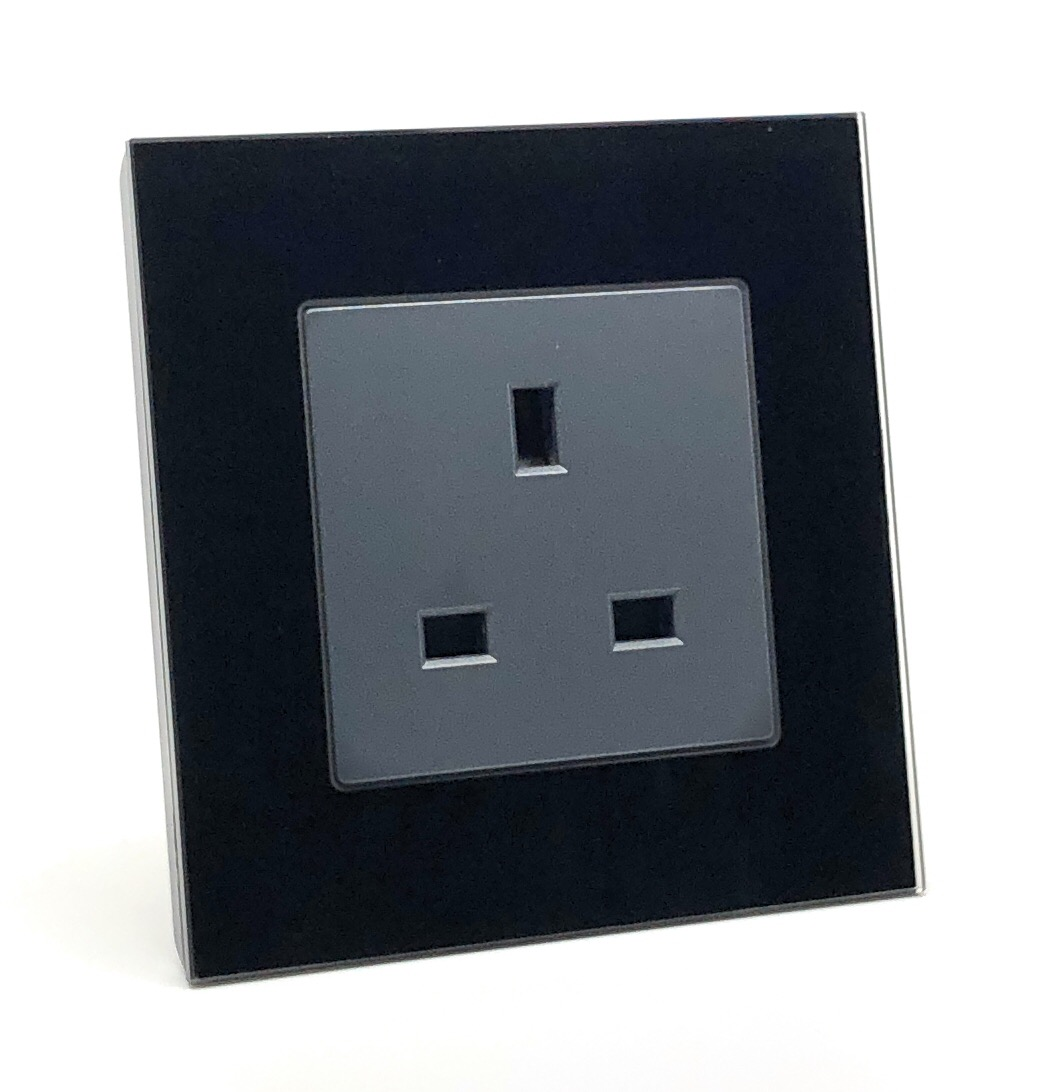illucio 1 Gang 13 Amp Switched Plug Socket Black